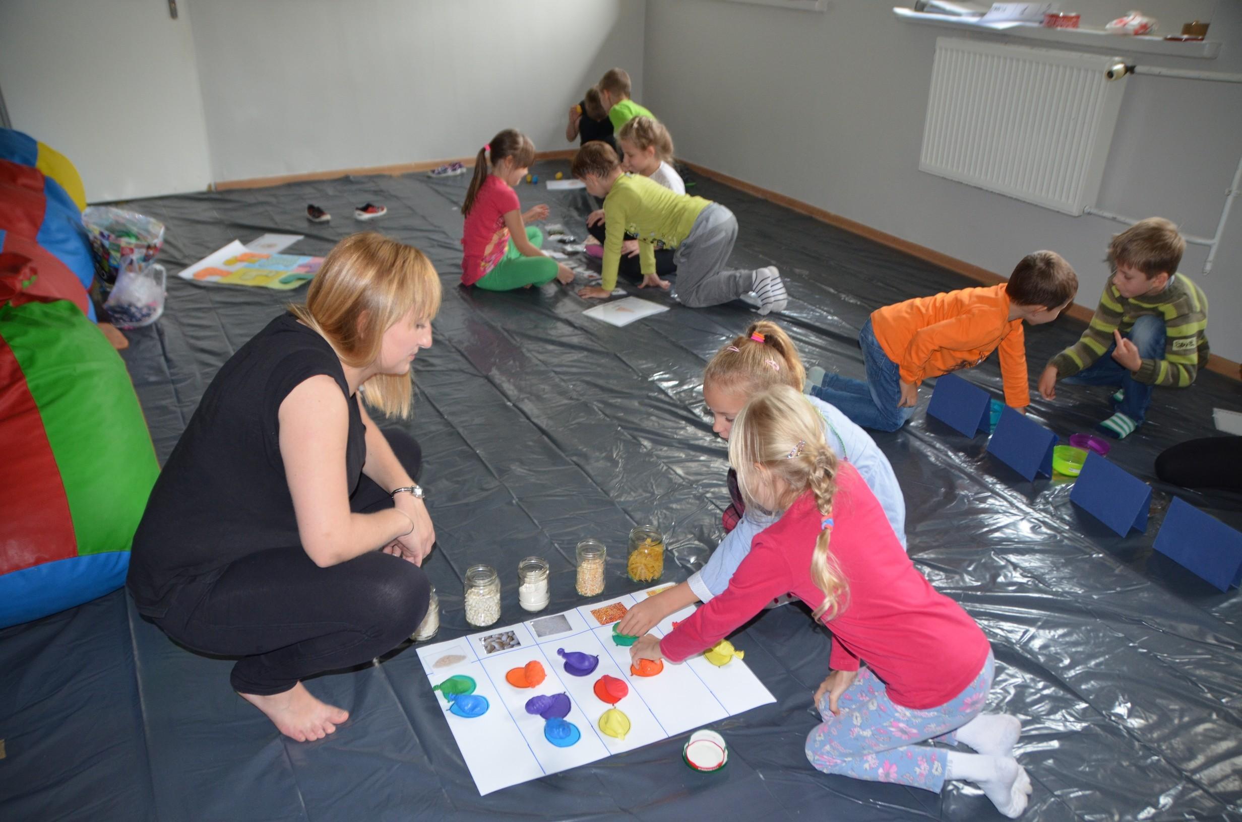 Sensoplastyka z eksperymentami pedagogicznymi – zajęcia dla najmłodszych uczniów