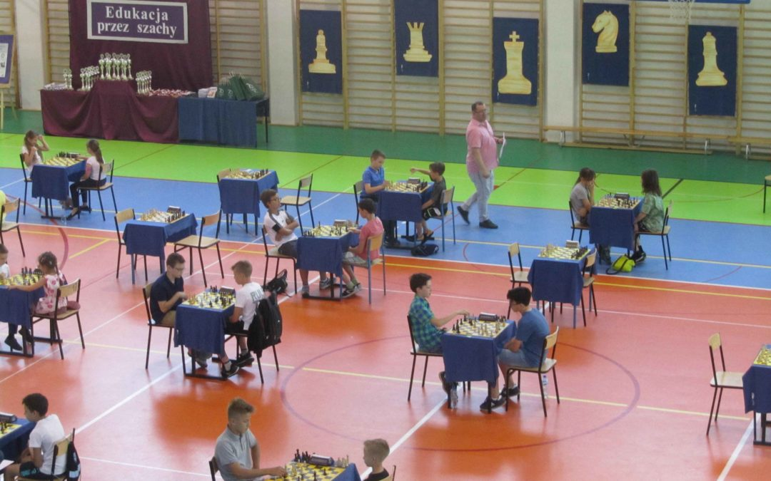 W Goleniowie zamiast na komputerze dzieci wolą grać w szachy!